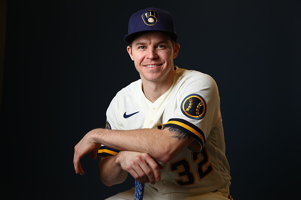 Brock Holt Officially Signs With Brewers