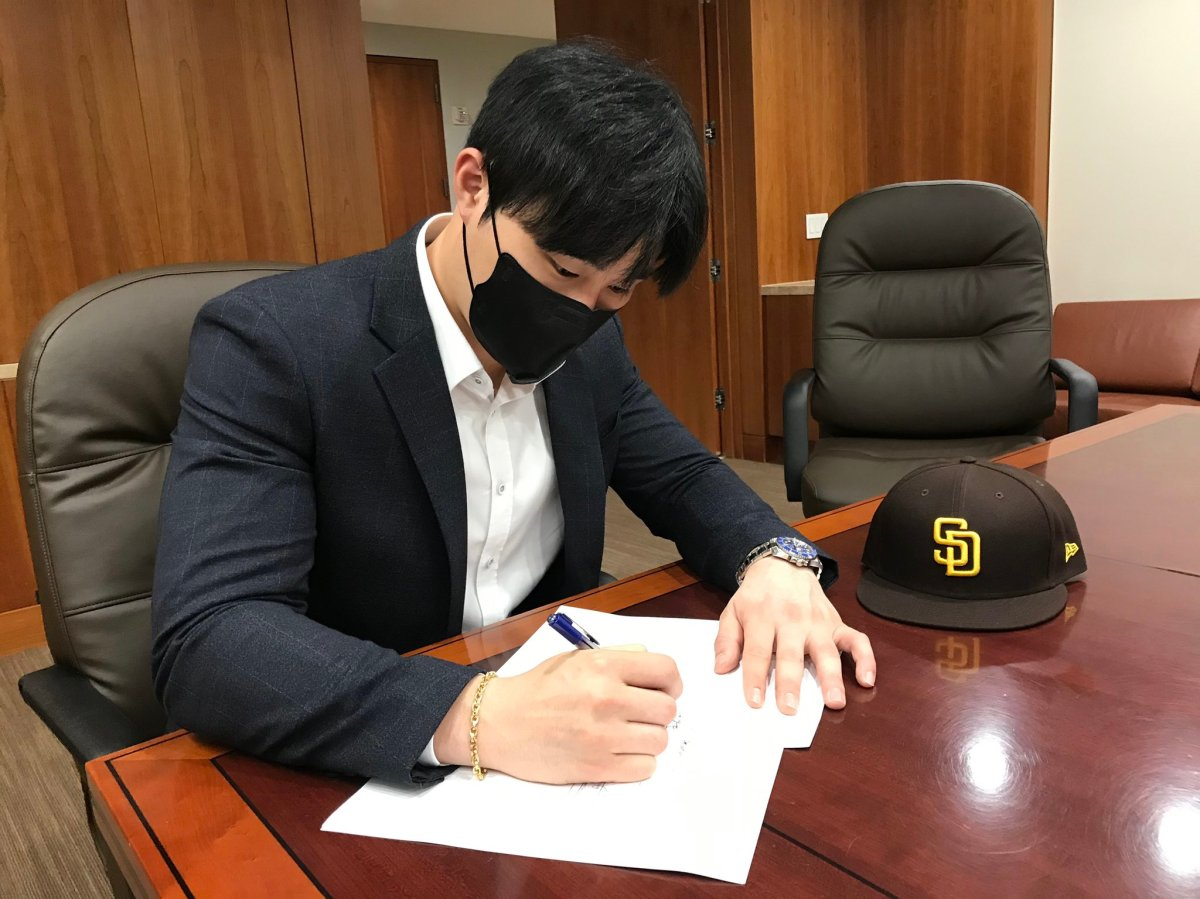 Newest Padres infielder Ha-Seong Kim viewed Red Sox as potential suitor before signing with San Diego, perreport