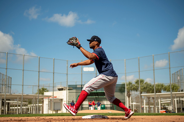 Red Sox' Xander Bogaerts dealing with shoulder soreness, Alex Cora says