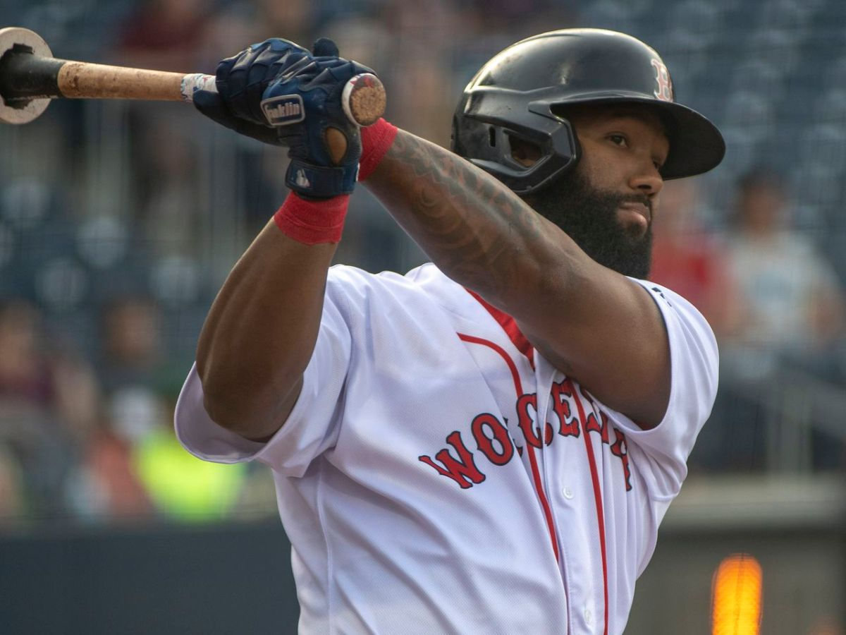 Danny Santana will join Red Sox in Philadelphia on Friday for series against Phillies, perreport