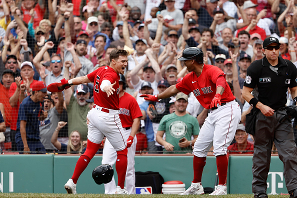 Red Sox storm back with 5-run 8th inning to take series from Yankees in dramatic 5-4victory