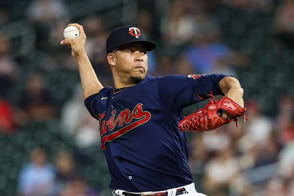 Red Sox acquire veteran reliever Hansel Robles from Twins in exchange for pitching prospect AlexScherff
